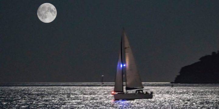 With sailing on Full Moon will surprise us a day before the holiday of Varna, Sailing Academy Cor Caroli ……