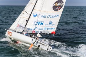 Charlie Dalin continues in the South Atlantic being in full inshore mode, fighting for every meter that can be won ….