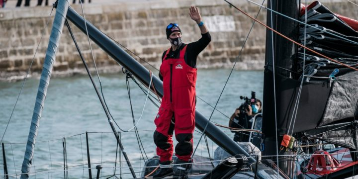 The leaders sailed 480 miles west of the Canary Islands.EMOTIONAL RETURN IN LES SABLES BY Jérémie Beyou.