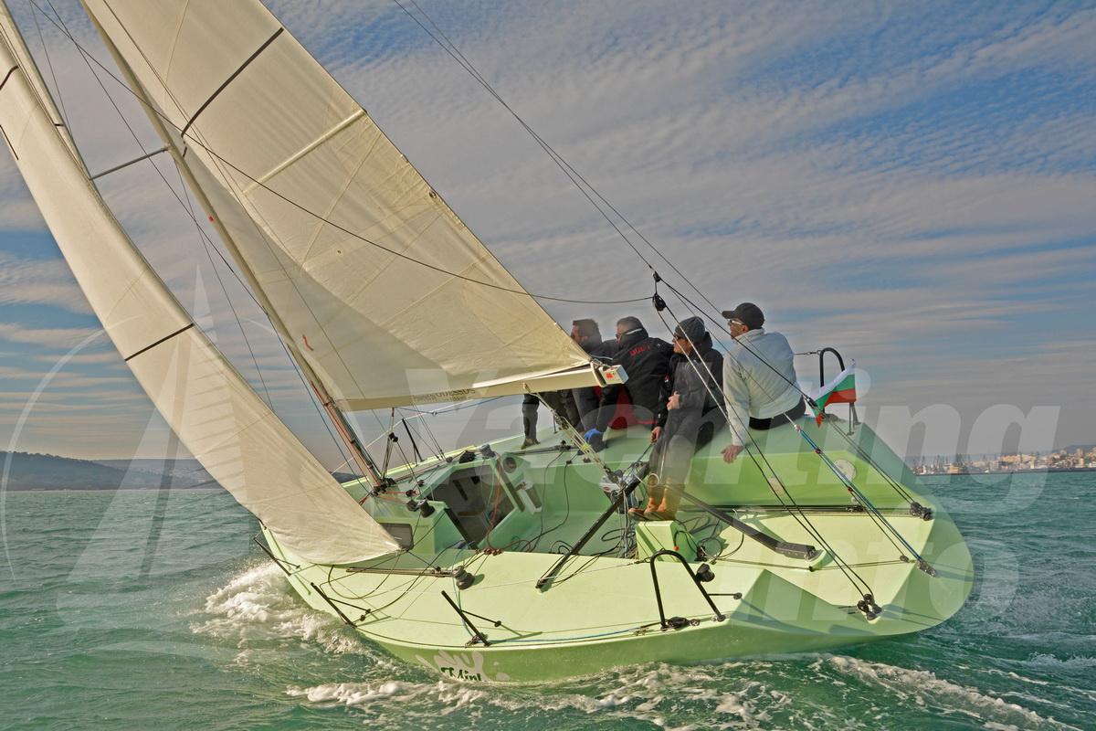 """Втората построена във Варна яхта , модел Петерсон 25 – """"Mint Milk"""" е  официално на вода …. – Yachting Info"""